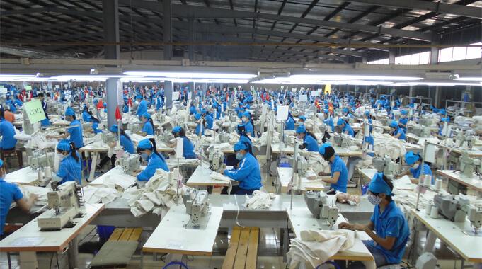 công nhân trong nhà máy